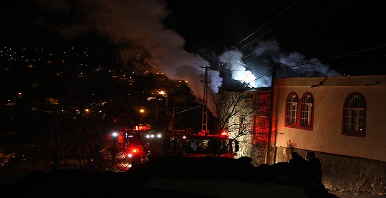 Kayseri'de alkol alıp evini ateşe veren kişi gözaltına alındı
