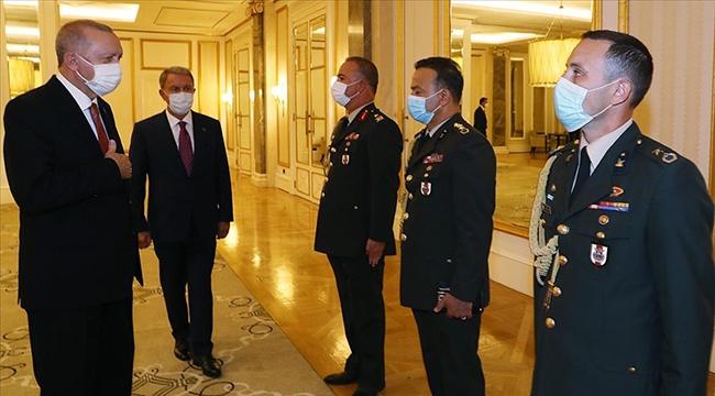 Cumhurbaşkanı Erdoğan, Azerbaycan'da askerleri kabul etti