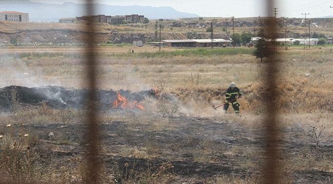 Yüksek gerilim hattına konan kuşların neden olduğu yangın söndürüldü