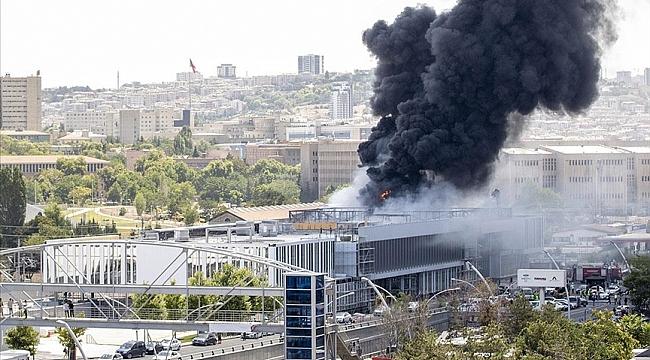 YHT garı binası yanındaki inşaatta yangın