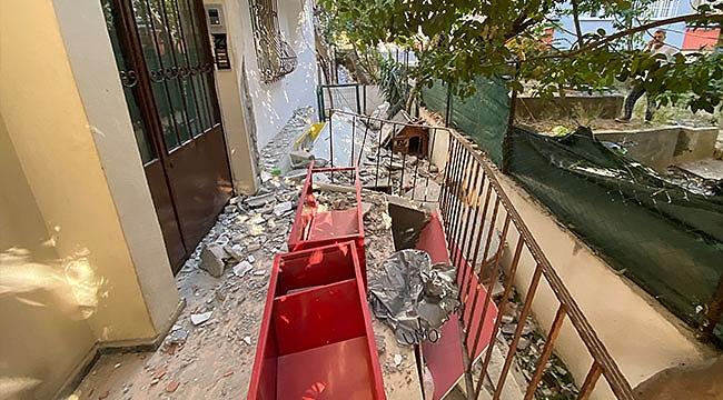 2 balkon gürültüyle çöktü