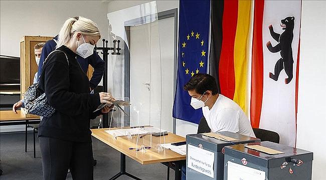 Almanya'da sandık çıkış anketine göre yüzde 25'er oy aldılar
