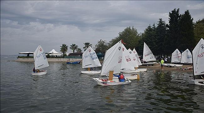 İzmit Körfezi'nde yelken yarışı