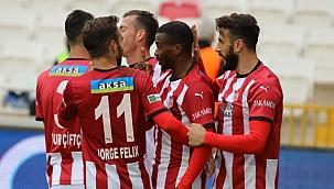 Sivasspor, Karagümrük'ü 4-0 mağlup etti
