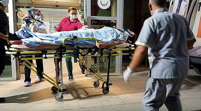 TIR'la hafif ticari aracın çarpıştı: 2 yaralı