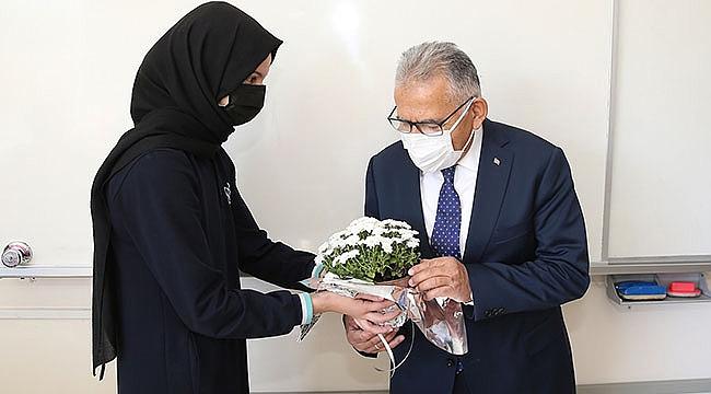 Başkan Büyükkılıç, imam hatip okullarının 70. kuruluş yıl dönümünü kutladı