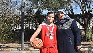 Down sendromlu basketbolcu annesinin desteğiyle başarıya koşuyor