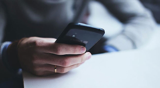 Eşin telefonundan belge temin edilmesini hak ihlali saydı