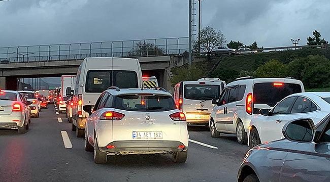 Sabah saatlerinde İstanbul'da trafik yoğunluğu yaşanıyor